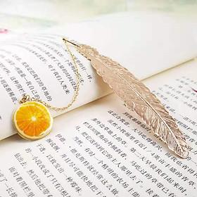 Bookmark Kim Loại Đánh Dấu Sách Hình Lông Vũ Dây Treo - Trái Cam