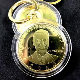 Móc Khóa Xu Biden mạ vàng dùng để trang trí chìa khóa, tăng tính thẩm mỹ, làm quà lưu niệm, kích thước 5cm, màu vàng - TMT Collection - SP005262