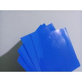 tấm nhựa mỏng ngăn hồ cá betta. tấm màu xanh dùng để fom cá