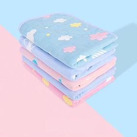 Thảm lót chống thấm TCT01 giúp chăn đệm của bé luôn khô ráo, sạch sẽ ngay cả khi bé tè dầm