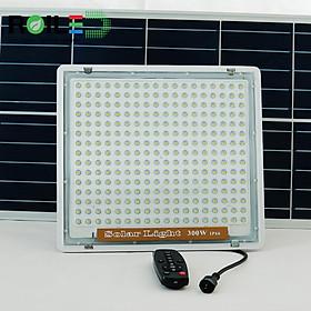 Đèn pha năng lượng mặt trời 300W xài trong nhà TRN300 chống chói mắt