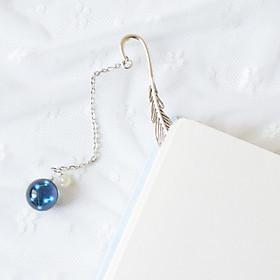 Bookmark, Kẹp Sách Lông Vũ Kim Loại Phối Charm Tròn Theo Cung Hoàng Đạo - Cung Kim Ngưu