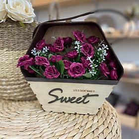 Giỏ hoa treo tường trang trí nhà cửa chữ Sweet (Bao gồm Hoa)