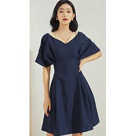 Đầm xòe nữ GUMAC thiết kế tay dơi nhấn eo cổ V sang trọng trẻ trung màu xanh đen DA673