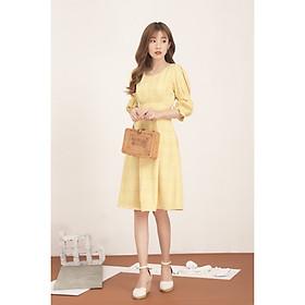 Đầm nữ xòe thiết kế GUMAC màu caro tay nhún cách điệu DA515