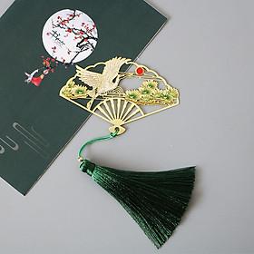 (Ngẫu nhiên) Bookmark quạt cổ trang kim loại mỏng xếp gắn tua rua khắc hình đẹp ver 2 tặng ảnh VCone