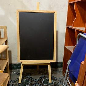 bảng menu 60cm x 80cm kèm chân gỗ 130cm