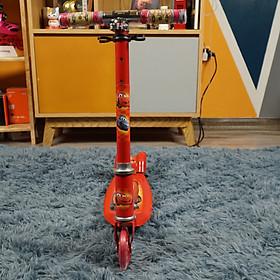 Xe Trượt Scooter 380 được rất nhiều trẻ em trên thế giới ưa chuộng với nhiều màu sắc ( Hồng, Xanh và Đỏ ) cho bé tha hồ lựa chọn có kiểu dáng nhỏ gọn có thể gấp dễ dàng để bé di chuyển đưa lại cho bé trải nghiệm thú vị