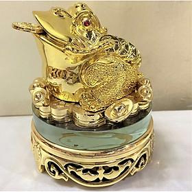 Cóc thờ thần tài ngậm tiền vàng