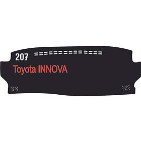 Thảm da Taplo vân Carbon Cao cấp dành cho xe Toyota Innova 2020 có khắc chữ Toyota Innova và cắt bằng máy lazer