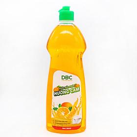 Nước Rửa Chén Hương Cam (800G) làm sạch dầu mỡ trên chén đĩa, khử sạch mùi hôi tanh, đánh bật các vết bản cứng đầu với hương thơm tươi mát, dễ chịu của cam sành, sản phẩm chuyên dụng, an toàn cho trẻ em và bảo về da tay cho người sử dụng.