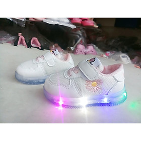 giày thể thao trẻ em hoa cúc nhí đế đèn phát sáng