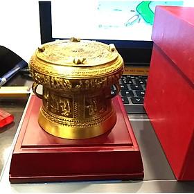 Trống đồng làm quà lưu niệm của Việt nam