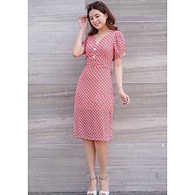 váy xuông đính nút đỏ hồng
