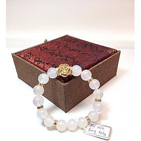 Vòng tay phong thủy đá Mã Não trắng thiên nhiên 10 ly charm hoa hồng