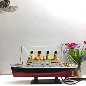 Mô hình du thuyền gỗ RMS Titanic (thân 40cm - đèn led màu)