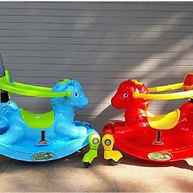Ngựa bập bênh Chòi chân 2 chế độ (Có nhạc + bánh xe + bảo hiểm + cần đẩy)- màu cho bé gái- chọn màu ngẫu nhiên