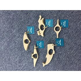 Kẹp sách xỏ ngón gỗ tự nhiên COMBO A (5 chiếc) - hình cá voi, mèo, ếch, hình la bàn (thumb book holder - whale, cat, frog and compass shape)