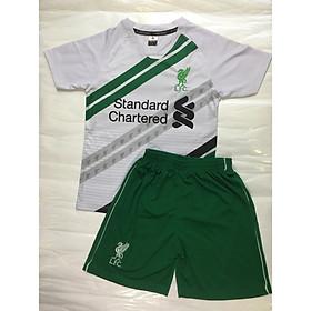 bộ áo quần bóng đá trẻ em Liverpool trắng sọc xanh két Standar Charterd trẻ em 2020 - 2021