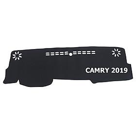 Thảm da Taplo vân Carbon Cao cấp dành cho xe Toyota Camry 2019 có khắc chữ Toyota Camry và cắt bằng máy lazer