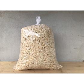 Mùn cưa lót chuồng cho thú cưng được bào trực tiếp từ gỗ thông tự nhiên mềm an toàn khi sử dụng không tẩm ướp các hương liệu gây hại cho thú cưng