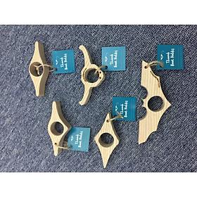 Kẹp sách xỏ ngón gỗ tự nhiên COMBO B (5 chiếc) - hình biểu tượng batman, đầu trâu, chỉ dấu, giọt nước, la bàn (thumb book holder - batman icon, buffalo head, water drop and compass shape)