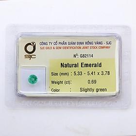 Viên đá emeral ngọc lục bảo thiên nhiên