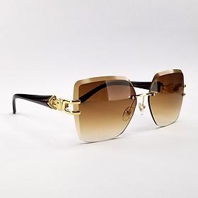 Mắt kính mát nữ ốc 7K6833 màu nâu, xám khói râm mát, dịu mắt. Tròng kính chống nắng, chống tia UV. Form kính ôm mặt