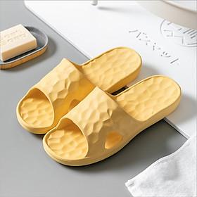 Dép đi trong nhà tắm mềm mại, dép mang trong nhà hay văn phòng đều phù hợp và thoải mái - Đặc biệt dép nhựa không mùi