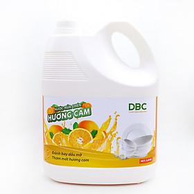 Nước Rửa Chén Hương Cam làm sạch dầu mỡ trên chén đĩa, làm sạch dầu mỡ bám lâu, khó trôi và các vết bẩn cứng đầu với hương thơm tươi mát, sản phẩm chuyên dụng, an toàn cho trẻ em.