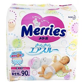 COMBO Tã dán cho bé sơ sinh Merries SS90 (NB <5kg) 90 miếng + 01 vòng dâu cho bé