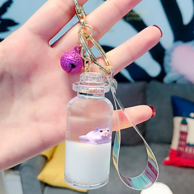 Móc khóa heo con trong bình sữa xinh xắn dễ thương