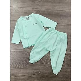 Một Bộ đồ dài tay cho bé sơ sinh nhiều size từ 0-9 tháng được làm từ chất liệu vãi cotton mềm mại,co giản tốt, thích hợp cho bé mặc cả ngày lẫn đêm