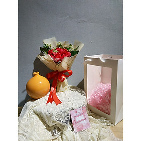 Túi Quà Tặng sang trọng gồm bó hoa sáp và bình cắm hoa gốm sứ trơn- tặng người thương yêu - các dịp lễ 8/3 - 20/10 - sinh nhật và những dịp kỹ niệm khác.