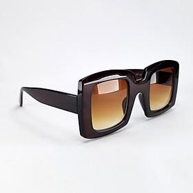 Mắt kính mát nữ form vuông DKY827TR. Tròng Polarized phân cực chống tia UV, gọng Polycarbonate