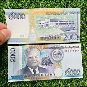 Tiền Lào 2000 Kip, cảnh chùa tháp, tiền Đông Nam Á, mới 100% UNC, tặng túi nilon bảo quản