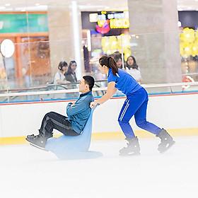 Vé vào cửa + Gói thuê giày trượt (bao gồm giày trượt, 1 đôi vớ) Sân băng Vincom Ice Rink Landmark 81 - Áp dụng thứ 7, chủ nhật