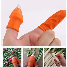 Bộ dụng cụ bấm nhặt rau, hái củ quả ( 1 móng bấm ngón cái và 3 bao tay cạnh )