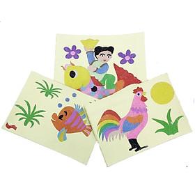 Bộ 3 tranh cát: 1 tranh bé cỡi cá chép (Khổ lớn), chú cà và gà trống (Khổ trung), kèm 12 màu cát - Đồ chơi phát triển kỹ năng cơ bản cho bé