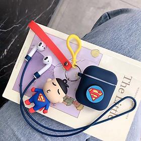 Phụ kiện chống rớt cho tai nghe Apple Airpods 1/2 hình siêu nhân gồmvỏ bao silicon, móc khoá cùng tông và dây nối chống rớt chống mất