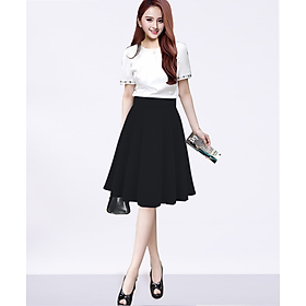 Chân váy xòe ngang gối màu đen