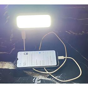 Đèn pin sạc xách tay 4 in 1 (đèn pin, đèn dự phòng cúp điện, đèn rọi xa, sạc khẩn cấp cho điện thoại), có thể sạc bằng điện hoặc sạc bằng năng lượng mặt trời, có móc treo tiện lợi