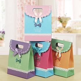 Bộ 4 túi quà loại nhỏ khổ 16x21 cm (Mẫu Ngẫu Nhiên)