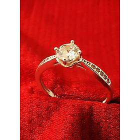 Hình đại diện sản phẩm Nhẫn nữ ổ cao bốn chấu gắn đá kim cương nhân tạo màu trắng Bạc Quang Thản - NU37(bạc)