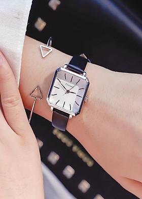 Đồng hồ nữ dây da mặt vuông