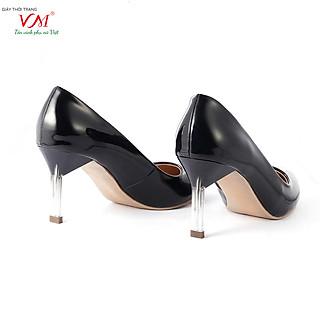 Giày cao gót nữ, chiều cao gót 7CM, da tổng hợp bóng êm ái, bền chắc và thời trang. Mũi nhọn, gót nhọn trong suốt, sang trọng và chắc chắn, thiết kế hiện đại, tinh tế, thời trang: B.HT22-G.Trong-7F
