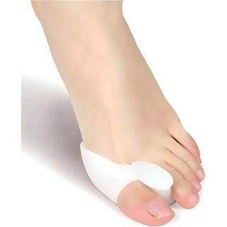Dụng cụ chỉnh hình và bảo vệ ngón chân tặng 2 sticker 2D Jibbitz trang trí giầy dép (Mẫu ngẫu nhiên)
