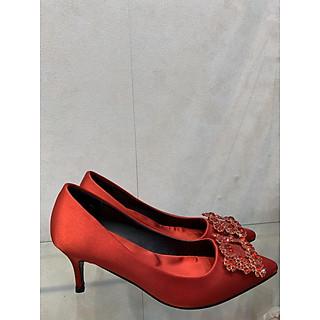 Giày cao gót đính đá màu đỏ