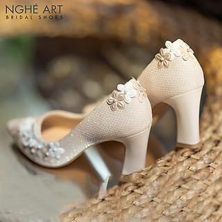 Giày cưới Nghé Art kim tuyến đính dãy hoa trắng 5 cánh 268 nude