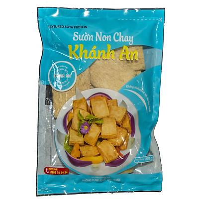 Sườn non chay Khánh An 100g. Hàng chính hãng, sản xuất tại Việt Nam, nguyên liệu đảm bảo an toàn, không sử dụng chất biến đổi gen và chất bảo quản. Hàm lượng Protein cao.